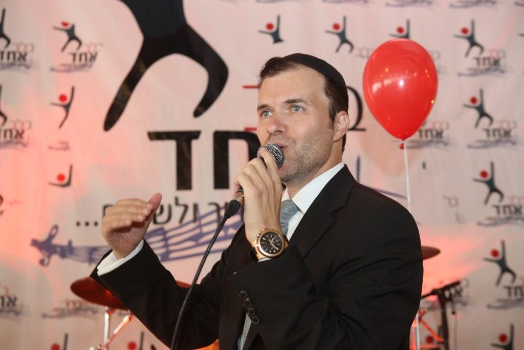 """גדולי הזמר שימחו בשמחת בית השואבה של ארגון """"בלב אחד"""" 2"""