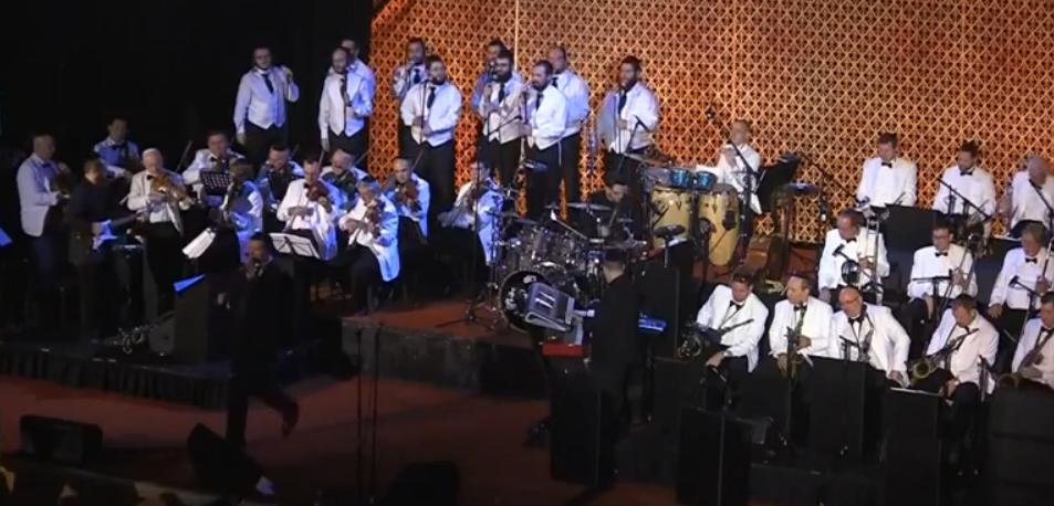 צפו באוהד מושקוביץ עם מקהלת ידידים ותזמורת ענק במחרוזת חתונה 2