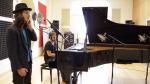 """להקת """"עורה"""" שרולי ומנדי פורטנוי בקליפ מרגש – מי אדיר"""