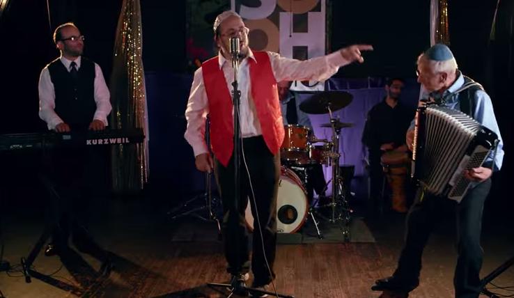 ליפא מארח את להקת ניצולי השואה בקליפ משעשע, מסעיר וייחודי 7