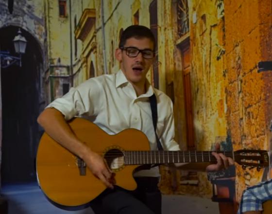 מאיר רוזנברג בקליפ חדש לשיר שחיבר איה מקום