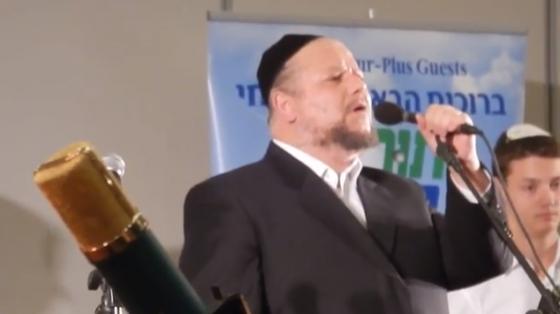 """צפו: יצחק מאיר הלפגוט שר """"זכרנו לחיים"""" באידיש 4"""