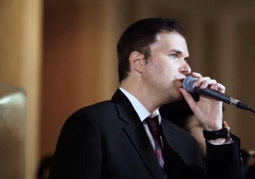 """אוהד מושקוביץ ו""""ידידים"""" מבצעים את אני ל""""דודי"""" של רכניץ 6"""