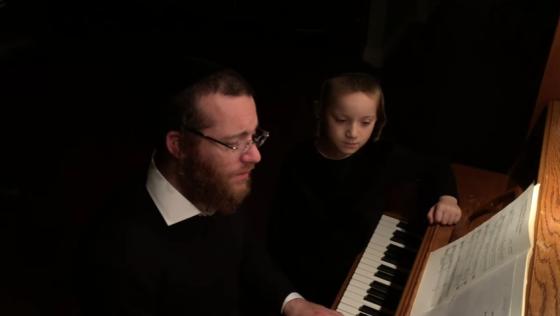 החזן יעקב למר ובנו בדואט מרגש: רחל מבכה 5
