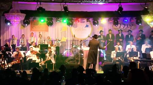 """צפו: מקהלת """"זמרה"""" ודודי קאליש במחרוזות ריקוד 4"""