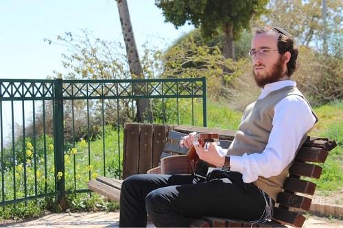 """לקראת פסח: נפתלי קמפה בסינגל חדש • """"בצאת ישראל"""" 1"""