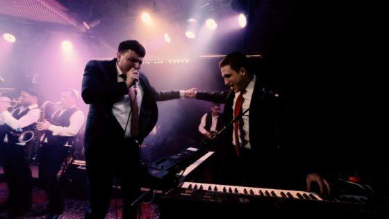 קובי ברומר & בני לאופר מרקידים במחרוזת שטרם הכרתם • צפו 9