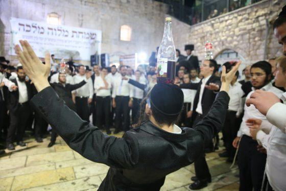 הזמרים והנגנים הרקידו את בני הישיבות: שלוש שעות של ריקודים סוערים • צפו 71