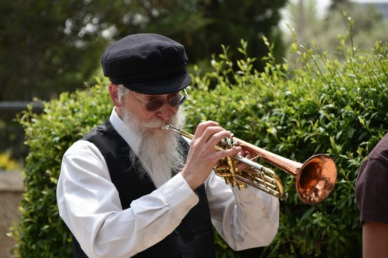 האם המוסיקה היהודית אכן שינתה את צבע עורה? // על הלחנה, הלחמה ומה שביניהם 3