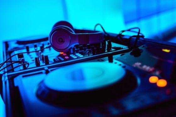 אלקטרונית - בהכרח מוסיקה מופרעת? איך מרקידים לבבות? 9