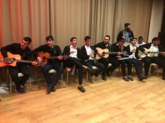 המתנדבים המשמחים בבתי חולים התיישבו לקומזיץ מוזיקלי 1