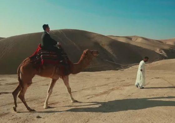 שמחה ליינר נתקע באמצע המדבר והשיג טראמפ על גמל • קליפ 1