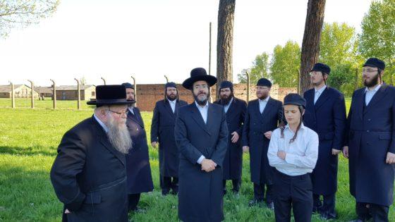 ישראל אדלר, ילד הפלא דודי לינקר ומקהלת ויז'ניץ ריגשו במחנה ההשמדה 8