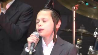 """אדון עולם: ילד הפלא שר את הפיוט מתפילת שחרית, בלחן האדמו""""ר 6"""