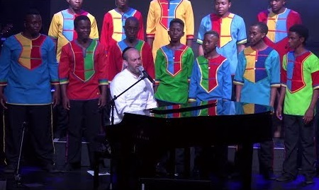 יונתן רזאל והילדים הדרום אפריקאים שרים קרליבך: למען אחי 1