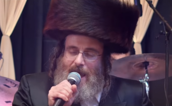 """אייזיק האניג במחרוזת שירי """"עקדת יצחק"""" • צפו 3"""