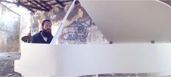 אחיה אשר כהן אלורו וישראל בר-און בקליפ חדש - 'בגדי ישע' 1