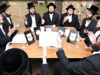 פותחים את ה'זמן' עם מחרוזת התורה של מקהלת מלכות