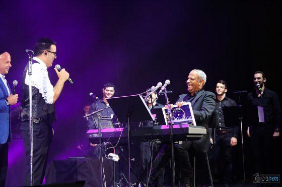 צפ: יעקב שוואקי מקבל אלבום פלטינה 2