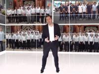 שמחה ליינר ואלף בני נוער שרים אחדות • צפו