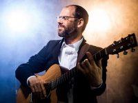 מתרפק על הילדות: אהרון רזאל שר על ״רחמים ניסן״ מנחלאות