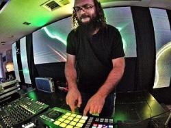 ישי ריבו חורך את הרחבה - האזינו לרימיקס המדליק של DJ משה דאודי 2