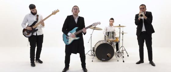 """צפו: הזמר והיוצר דייויד טויב בשיר וקליפ חדש - """"לקום"""" 9"""