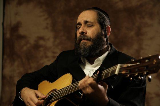 מתוך האלבום החדש של ר' מרדכי גוטליב: 'שַׁאבֶּע'ס בַּיי נַאכְט' • האזינו 3