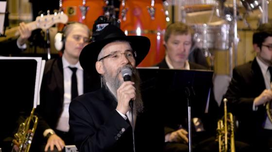 אברהם פריד במחרוזת שירים מרגשים • צפו 5