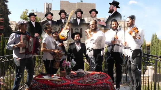 אחיה אשר כהן אלורו מארח  את מקהלת 'מלכות' ולהקת יאפצ'יק  • צפו 2