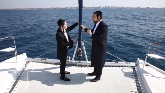 """""""חננו ועננו"""": אלחנן הלפגוט ומנדי וייס בדואט מרגש • צפו בקליפ 1"""