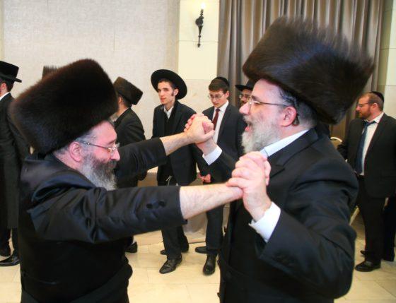 """שלמה כהן ומשה וינטרוב מגישים את """"ריקוד הגאולה"""" • האזינו 7"""