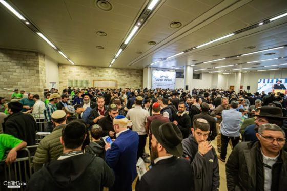 רבבות ציינו את חג הגאולה ב'צמאה' בבנייני האומה • גלריה מרהיבה 43