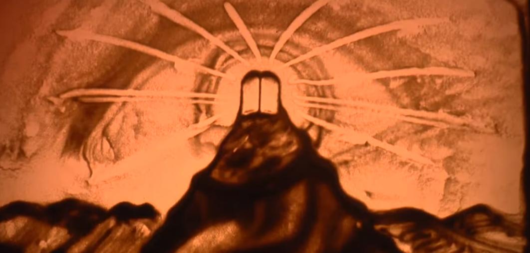 """אהרן זאב ברנשטיין ממחיש את """"מתן תורה"""" בציור חול 11"""