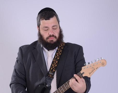"""צפו: מאיר ברוק בשיר חדש - """"עושה שלום"""" 2"""
