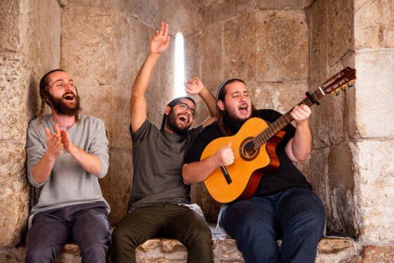 החברים משער יפו בסינגל חדש: 'אם אני מאמין' 6
