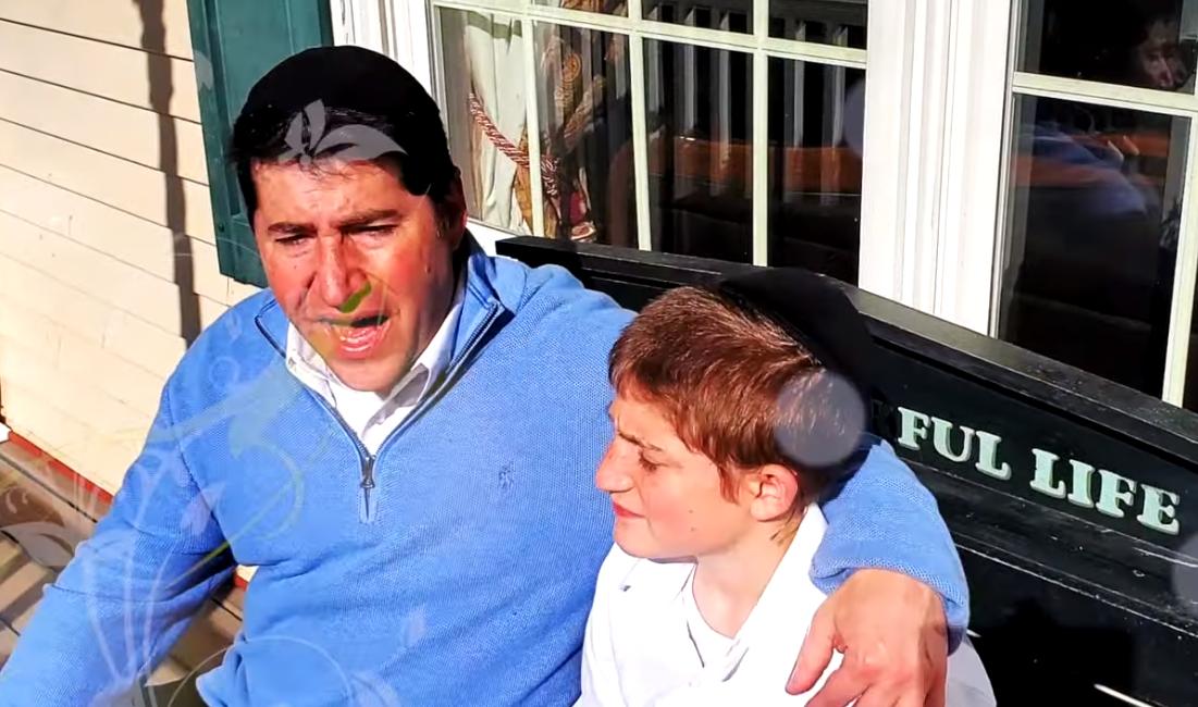 הרב בן ציון קלצקו ובנו אלעזר בקליפ חדש: 'בואו שעריו' 10