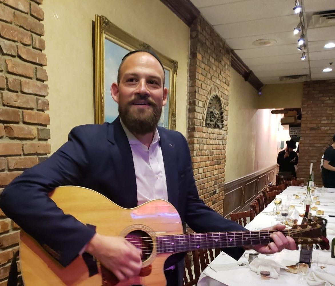 """מענדי ווארש בסינגל חדש: """"כפירים"""" 9"""